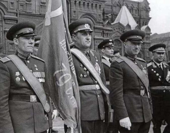 Знамя Победы на параде 1965 года на Красной площади в Москве